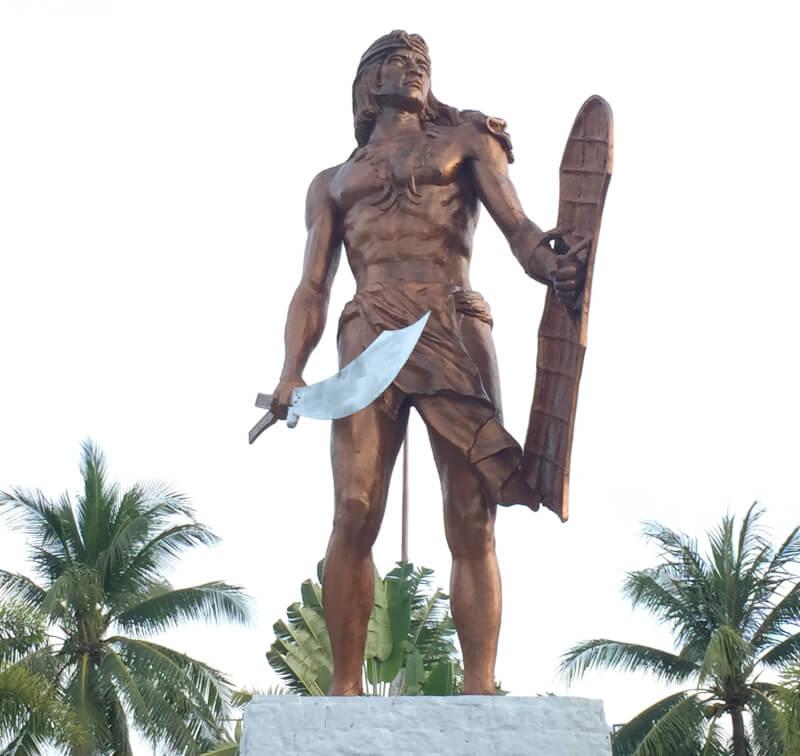 マクタンシュライン ラプラプ像 Mactan Shrine Lapu-Lapu Monument