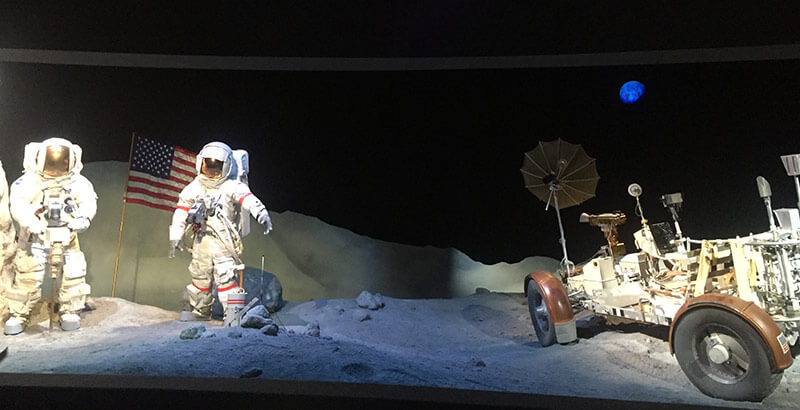 NASA宇宙センターでの月面着陸の再現